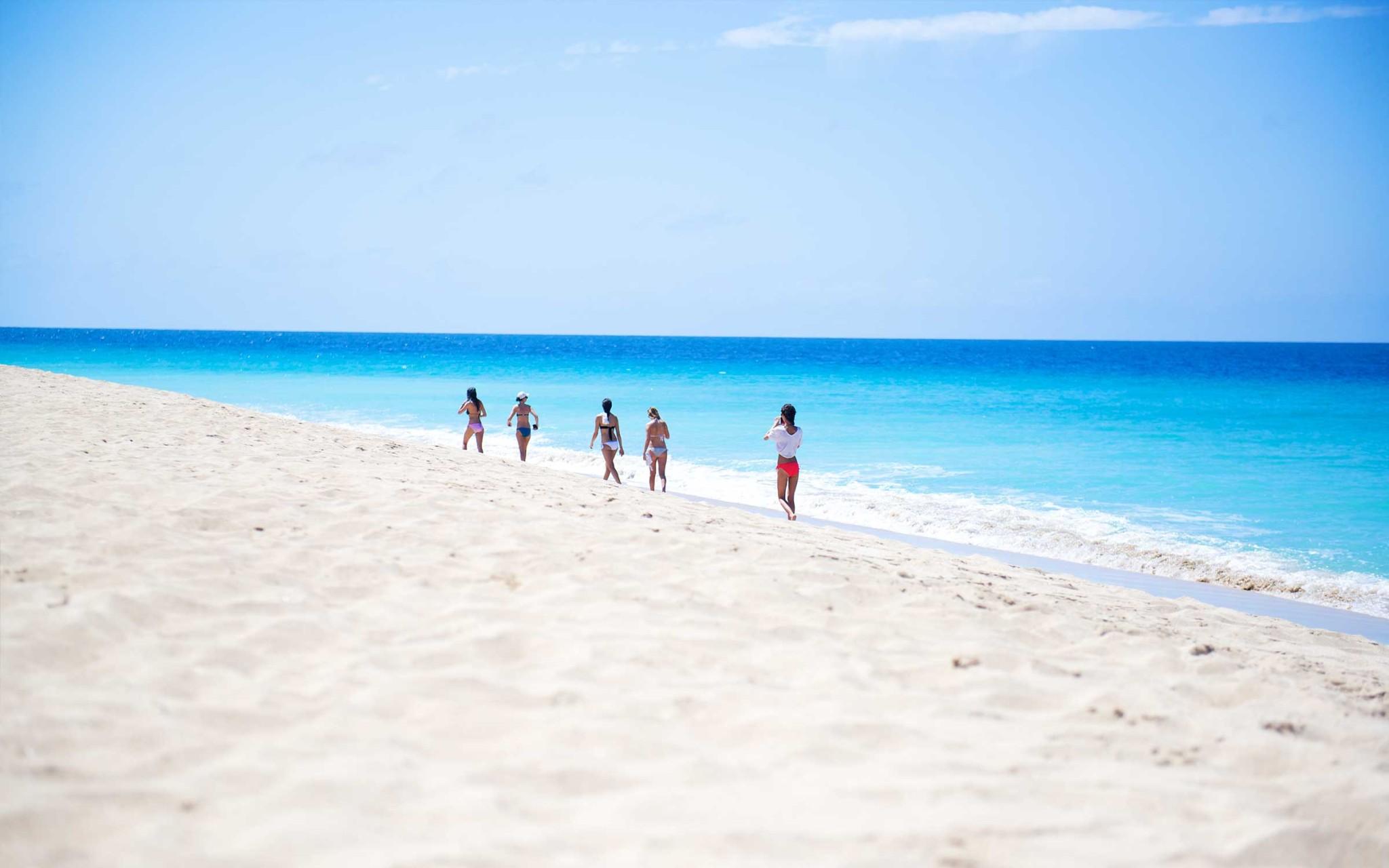 Caribbean Wallpaper Wednesday: Exclusive Sandy Point Beach