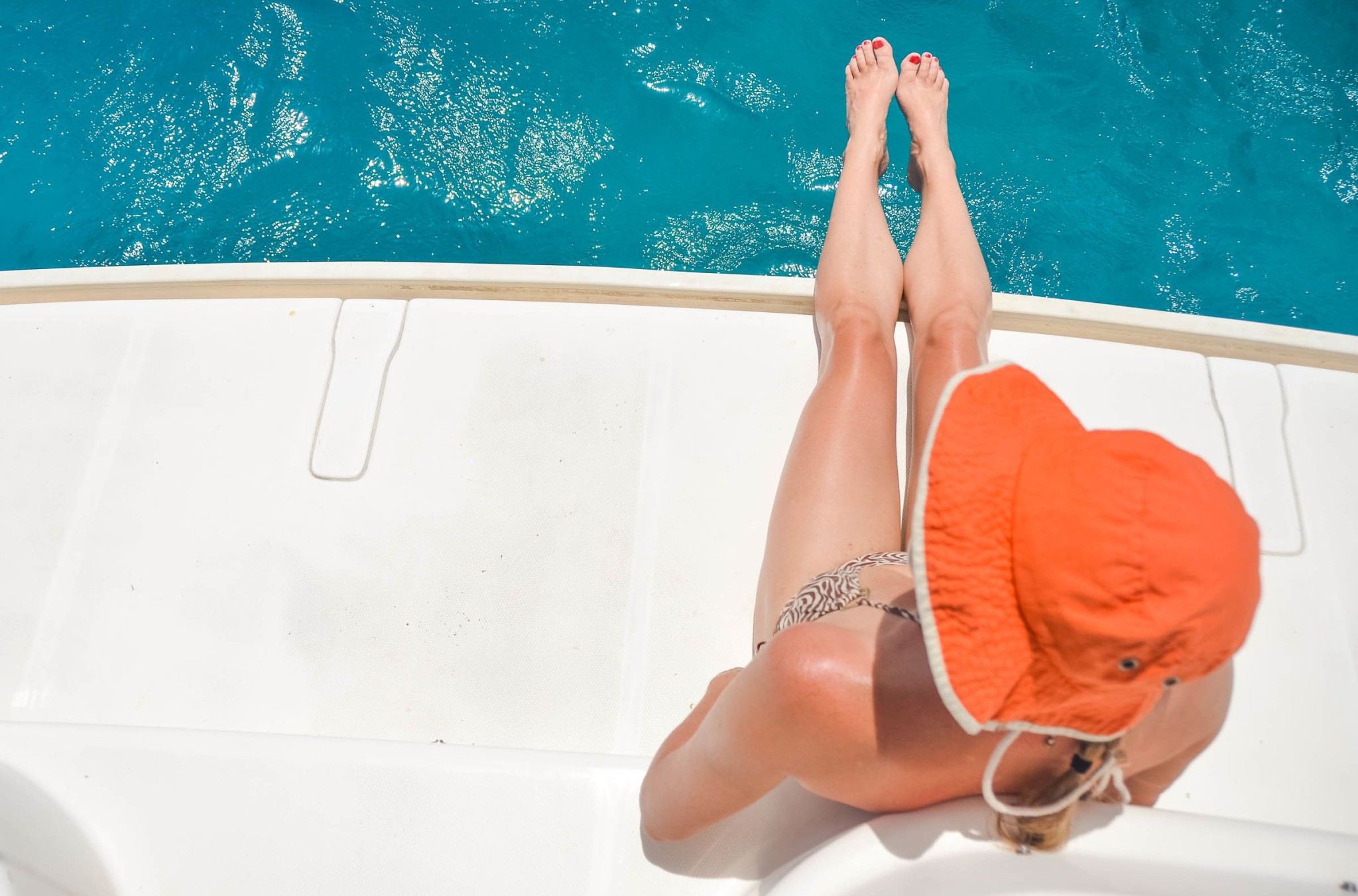 How to Stay Sexy While Sailing Out to Sea: Photo of the Day