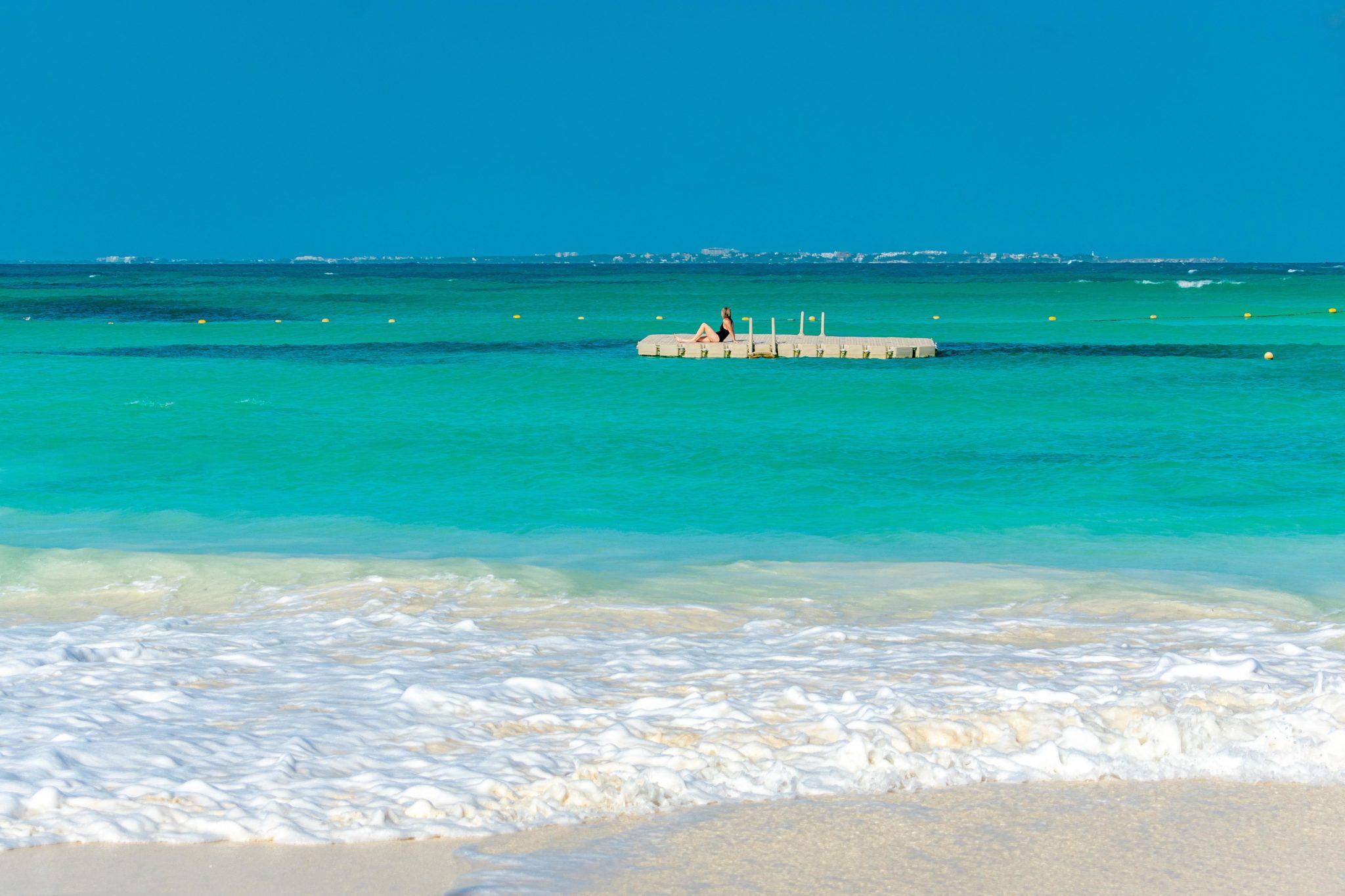 Cancun Calm – Solo Floating Away from La Fiesta